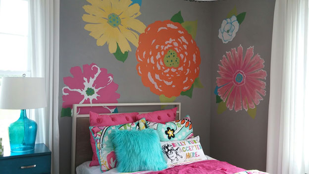 Bright flowers, taken from the bedding, make this a cheery tween room.